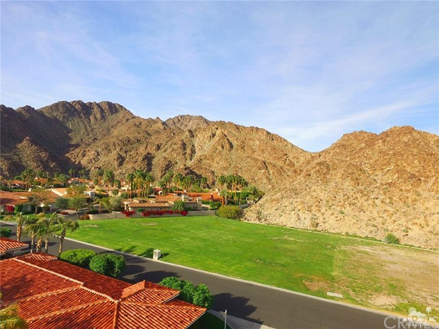 Photo of home for sale at 77390 Loma Vista, La Quinta CA