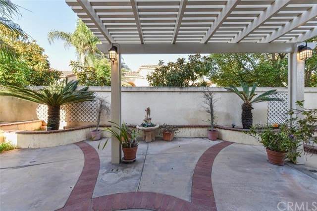 1 Calavera, Irvine CA: http://media.crmls.org/medias/b0904740-6f09-40a7-9713-57cb439ac6df.jpg