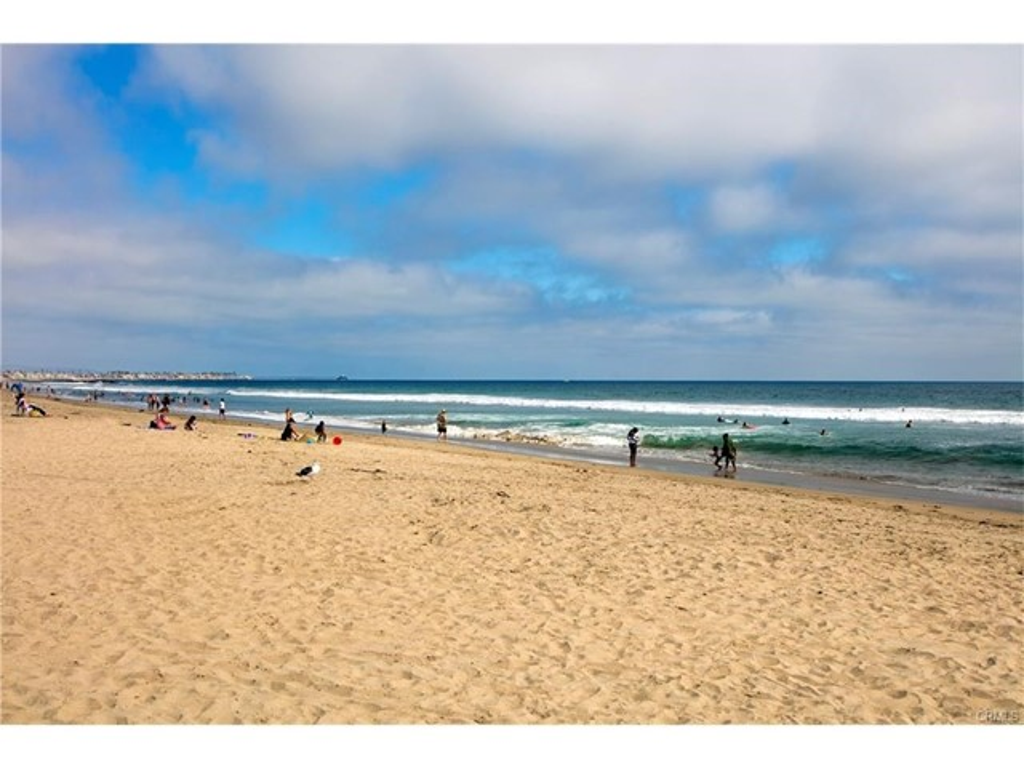 Photo of  Newport Beach, CA 92663 MLS NP17167394