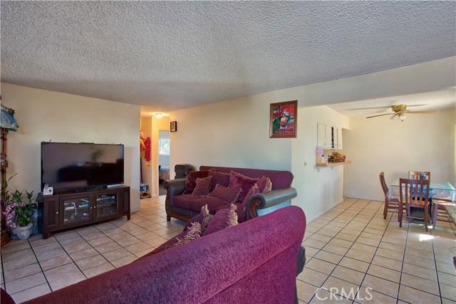2077 Wallace Avenue, Costa Mesa CA: http://media.crmls.org/medias/b0ceccea-d6bb-4e25-b40a-6a52428ecea6.jpg