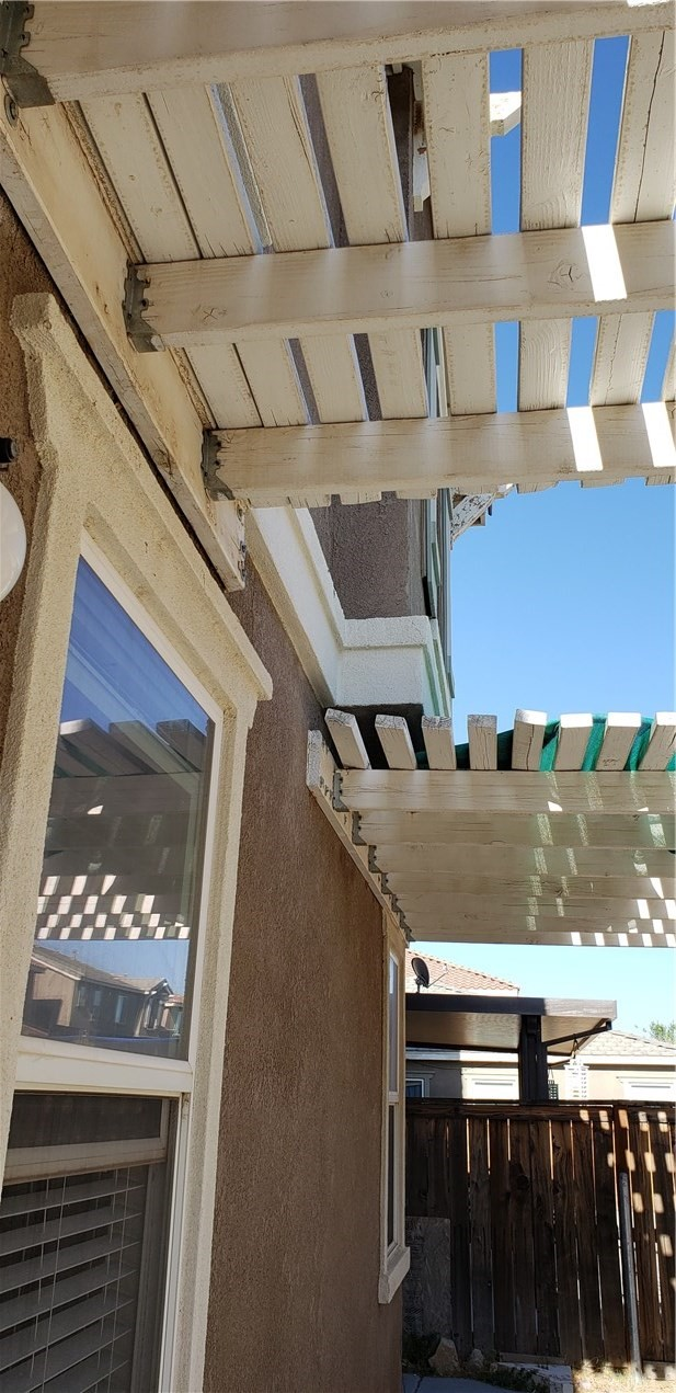 13223 La Crescenta Avenue, Oak Hills CA: http://media.crmls.org/medias/b0d79e07-a426-4876-afde-5247af3bd310.jpg
