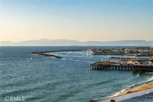 531 Esplanade, Redondo Beach CA: http://media.crmls.org/medias/b0db4842-98dd-4b0c-a717-f2e83fe78f61.jpg