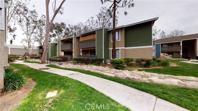 3535 Banbury Drive, Riverside CA: http://media.crmls.org/medias/b116c5d3-7d38-40ed-a7bc-1dbcfb86e010.jpg