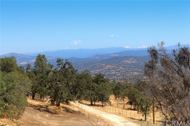 25330 Bluebird Trail Coarsegold, CA 93614 - MLS #: YG17174594