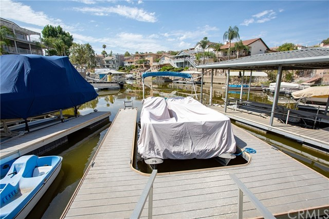 21815 Strawberry Lane, Canyon Lake CA: http://media.crmls.org/medias/b163f2b6-0b40-49d3-975e-596d0999595f.jpg
