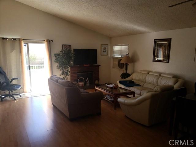 13815 Pheasant Knoll Lane, Moreno Valley CA: http://media.crmls.org/medias/b18115e3-f2f0-4561-a961-5e37e9840531.jpg