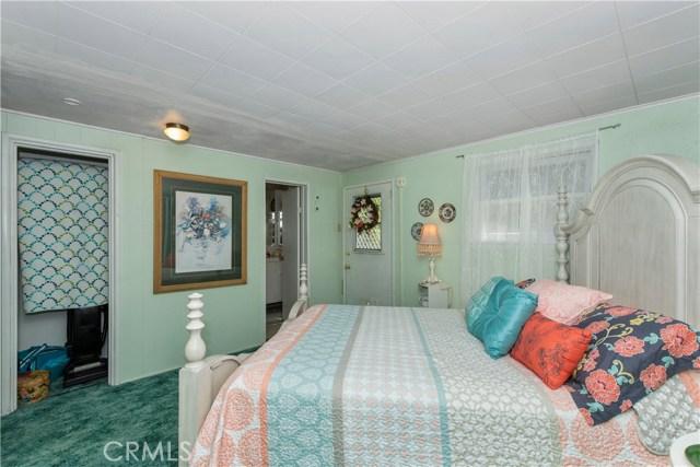 23085 Cedar Way, Crestline CA: http://media.crmls.org/medias/b185571a-6909-46d7-b9c4-12a40f0c3fc2.jpg