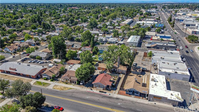 1625 E Olive Avenue, Fresno CA: http://media.crmls.org/medias/b216eacb-b7e5-4e90-910e-2e5d25d31711.jpg