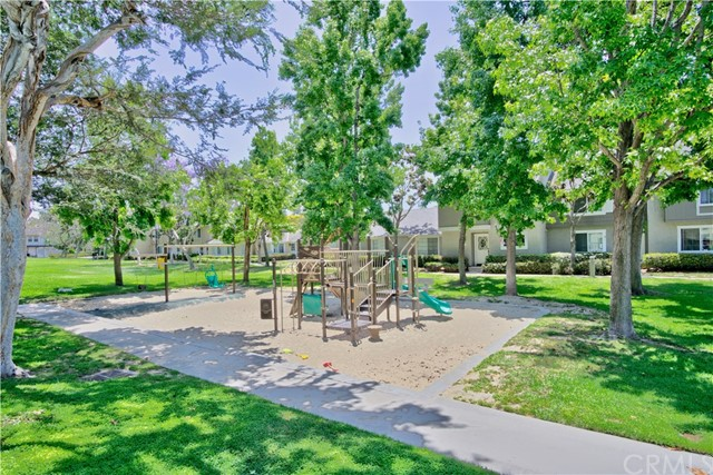 121 Greenfield, Irvine CA: http://media.crmls.org/medias/b21cda56-f6c8-4c62-b798-f343d79c385e.jpg