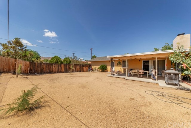 56851 Mountain View, Yucca Valley CA: http://media.crmls.org/medias/b22782d5-9ff3-42aa-8c69-ac960070258f.jpg