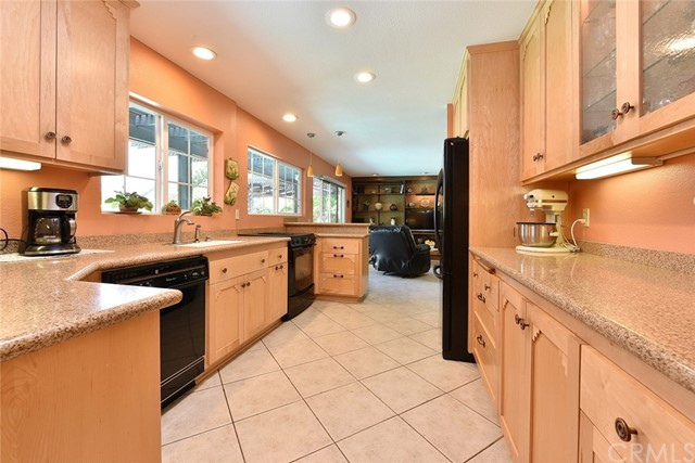 2521 Bonnie Brae Avenue Claremont, CA 91711 is listed for sale as MLS Listing AR17159512