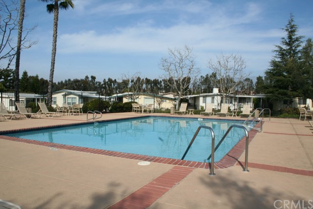 24001 Muirlands Boulevard, Lake Forest CA: http://media.crmls.org/medias/b24e9d4b-a4be-4d47-b1b0-249316408f1f.jpg