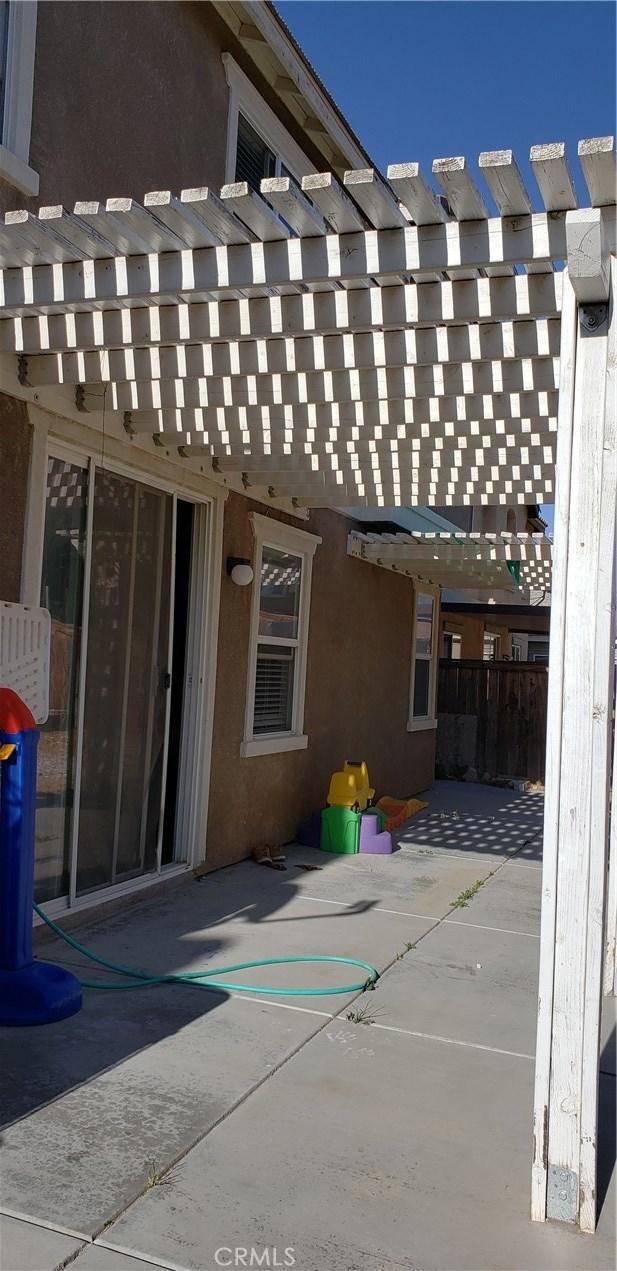 13223 La Crescenta Avenue, Oak Hills CA: http://media.crmls.org/medias/b2541041-e810-412a-a421-8420ab3a16f9.jpg