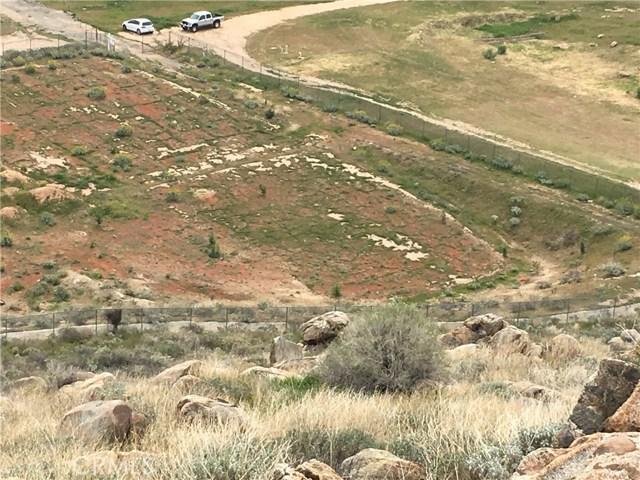 11275 Eagle Rock Road, Moreno Valley CA: http://media.crmls.org/medias/b2584164-dec2-40a5-a7af-2d5d8f004420.jpg