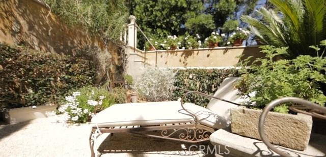 9309 Lloydcrest Drive, Beverly Hills CA: http://media.crmls.org/medias/b2630151-0d5e-45c5-8546-fea345d6e536.jpg