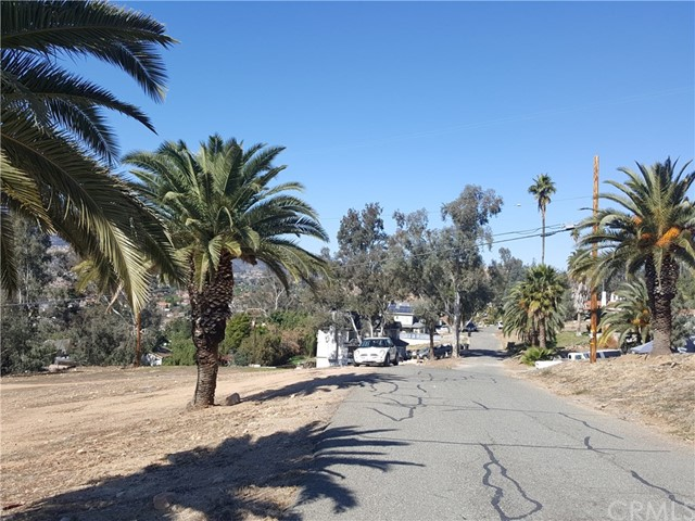 0 HOLBOROW, Lake Elsinore CA: http://media.crmls.org/medias/b28458b5-7098-4000-b36a-1921e919daf8.jpg