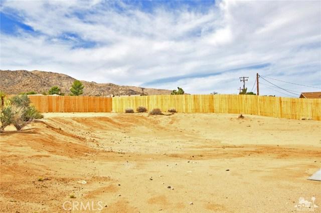 61755 Navajo, Joshua Tree CA: http://media.crmls.org/medias/b2bae940-da72-48d7-bd14-f24d154f3e19.jpg