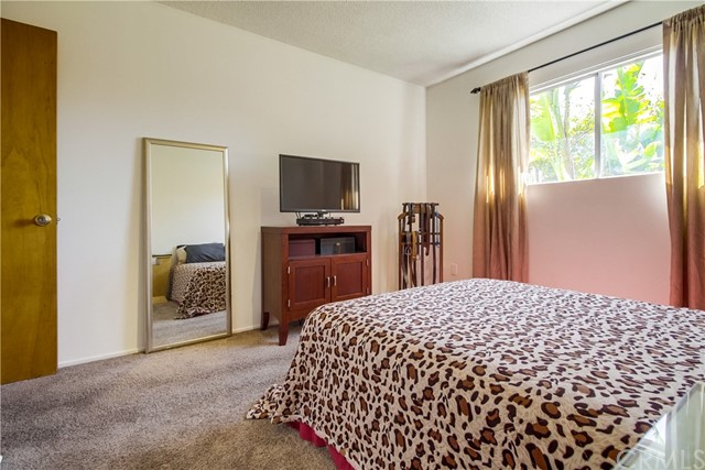 9009 Oneida Avenue, Sun Valley CA: http://media.crmls.org/medias/b2dd684a-b839-4652-86b5-574039f6b88f.jpg