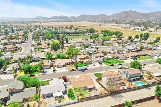 29604 Squaw Valley Drive, Menifee CA: http://media.crmls.org/medias/b2f7023a-5c57-46fb-8fec-318e84deb47d.jpg