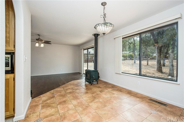 20273 Powder Horn Road, Hidden Valley Lake CA: http://media.crmls.org/medias/b318fa40-48e5-4756-b027-bd237e907af7.jpg