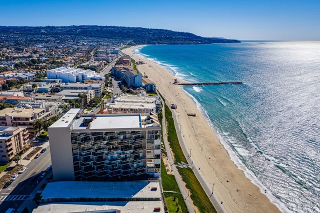 531 Esplanade, Redondo Beach CA: http://media.crmls.org/medias/b33520c4-a77d-4cae-a291-420a95c25acf.jpg