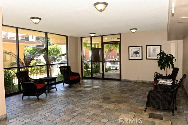 3511 Elm Avenue, Long Beach CA: http://media.crmls.org/medias/b349f0bf-130a-401e-abed-95dff3a282e0.jpg