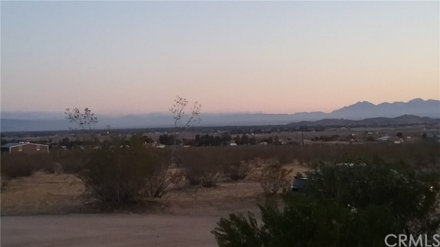 22686 Saguaro Road, Apple Valley CA: http://media.crmls.org/medias/b35adba8-2c80-4d8c-99b2-8809b46554d4.jpg