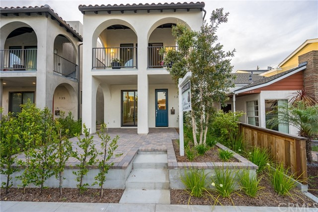 Single Family Home for Sale at 137 11th Seal Beach, California 90740 United States