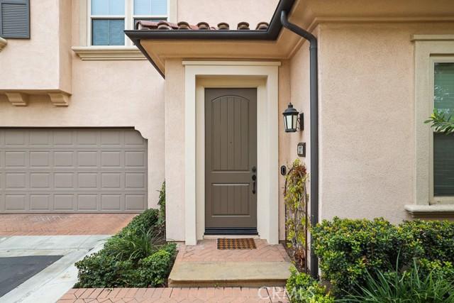 37 Calypso, Irvine CA: http://media.crmls.org/medias/b388f436-e12e-4454-968e-f0d41d7d87ec.jpg