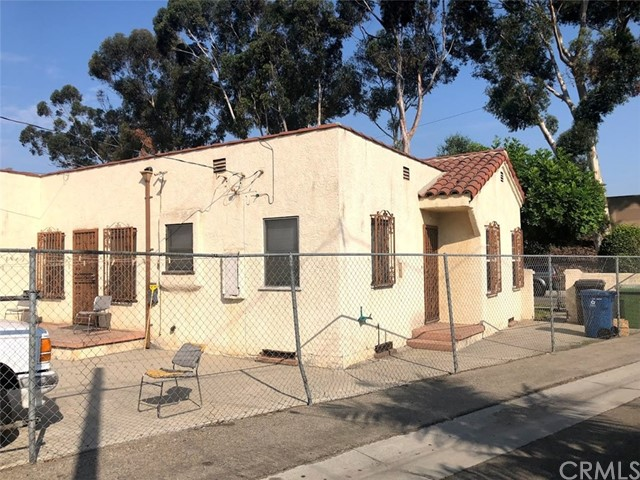 4026 Perry Street, East Los Angeles CA: http://media.crmls.org/medias/b38b3f59-c4a8-42f7-b8a8-b24aea7ca56d.jpg