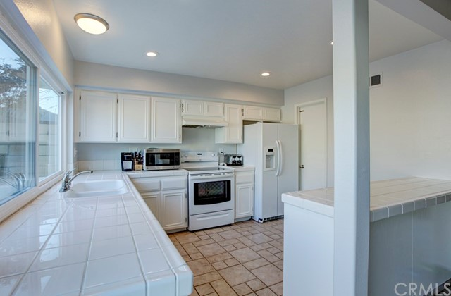 18260 Arches Court, Fountain Valley CA: http://media.crmls.org/medias/b3a5d732-ef97-424c-8958-d2a72b4f8e0a.jpg