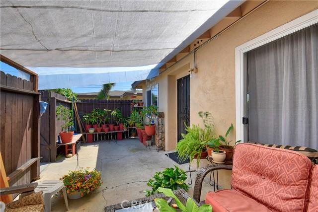 2077 Wallace Avenue, Costa Mesa CA: http://media.crmls.org/medias/b3aabef7-e814-4e0f-929b-96489aa50c0b.jpg