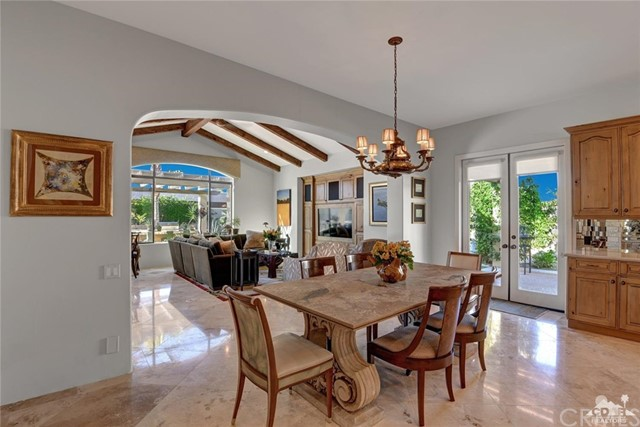 15 Villaggio Place, Rancho Mirage CA: http://media.crmls.org/medias/b3ab78ea-70bf-4660-8294-0c6e816188b2.jpg
