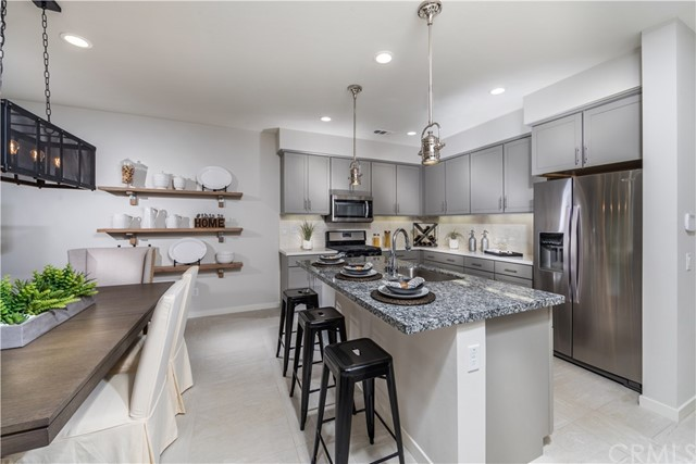Detail Gallery Image 1 of 2 For 136 Farmhouse Dr #5,  Simi Valley,  CA 93065 - 3 Beds | 1/1 Baths