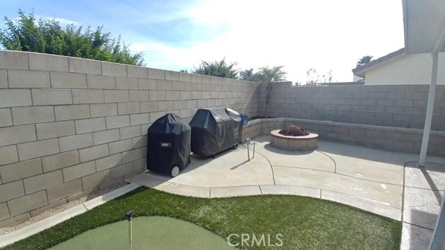 15409 Caroline Street, Fontana CA: http://media.crmls.org/medias/b3c297cc-3e86-4e7b-9284-236860baf447.jpg
