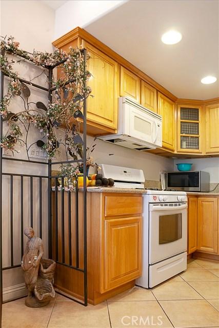 917 E Wells Street, San Gabriel CA: http://media.crmls.org/medias/b3d6469e-1c95-4dbb-b4fe-1bd8025abcf7.jpg