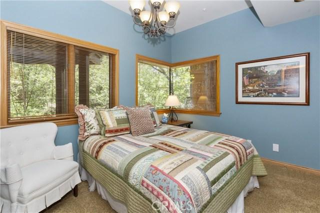 27537 W Shore Road, Lake Arrowhead CA: http://media.crmls.org/medias/b3fa419f-1705-4b73-8f78-cd5cb4c3322a.jpg