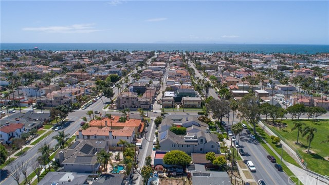 716 14th Street, Huntington Beach CA: http://media.crmls.org/medias/b413faff-7a40-451c-b736-5ddd66d0719f.jpg