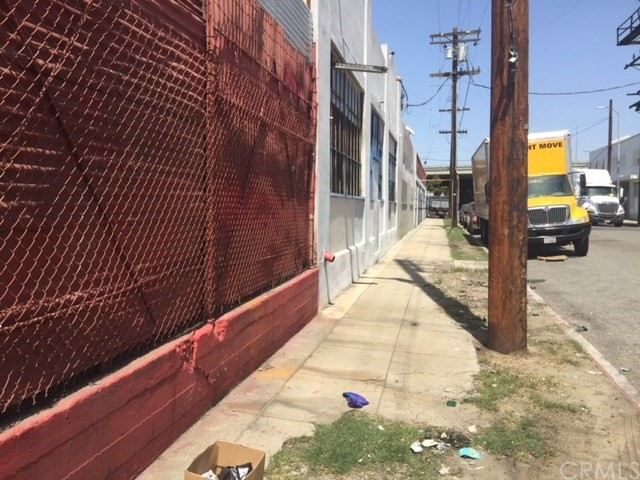 1623 Compton Av, Los Angeles, CA 90021 Photo 2