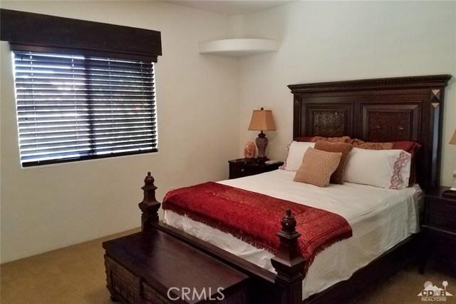 52225 Avenida Obregon, La Quinta CA: http://media.crmls.org/medias/b43b27b0-7a71-4fdd-ae44-524cd3bb0bb2.jpg
