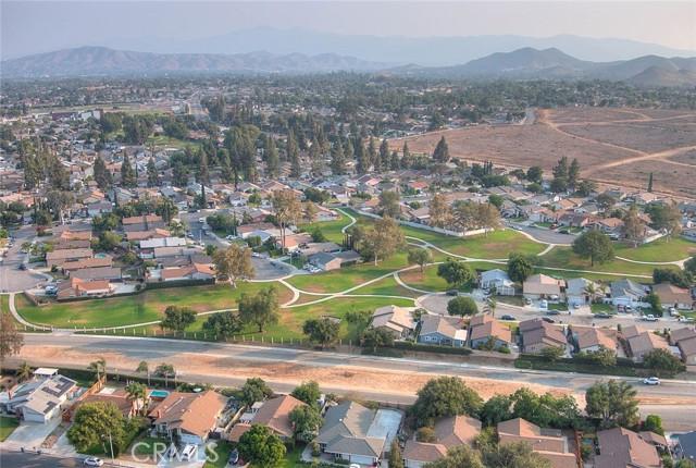 10078 Julian Drive, Riverside CA: http://media.crmls.org/medias/b43bd2ef-3cef-4fde-8474-eef3e87a3b21.jpg