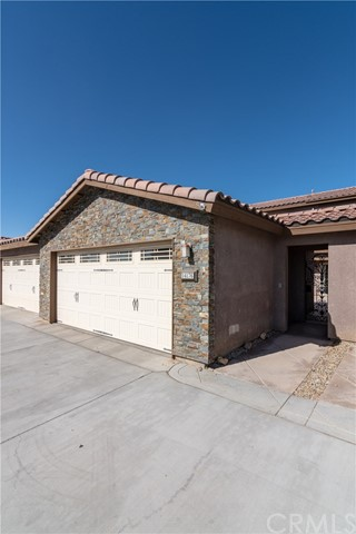 14176 Kiowa Road, Apple Valley CA: http://media.crmls.org/medias/b446e10a-cc31-4a67-a59f-3aec81ef8c45.jpg