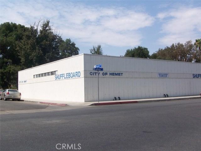 630 Calhoun Place, Hemet CA: http://media.crmls.org/medias/b4574f19-6bb0-4219-9eb9-7df0ad1aed5f.jpg
