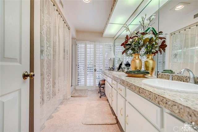 74921 Chateau Circle, Indian Wells CA: http://media.crmls.org/medias/b46a556e-9f4b-4a8f-aa78-7b0e9837a034.jpg