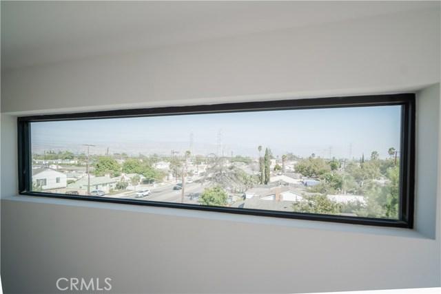 11320 Victory Boulevard, North Hollywood CA: http://media.crmls.org/medias/b46a8432-3cb4-41db-95e3-14ec247e033c.jpg