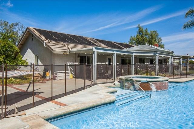 16190 Suttles Drive, Riverside CA: http://media.crmls.org/medias/b4842573-38c5-4348-8f00-363447ec8722.jpg