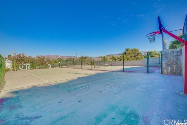 18209 Sierra Highway, Canyon Country CA: http://media.crmls.org/medias/b4e4a183-84a4-4ec4-b15d-9f72fc9be0ca.jpg