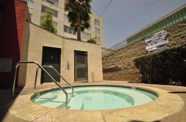 420 S San Pedro Street, Los Angeles CA: http://media.crmls.org/medias/b510e091-1a14-45bb-b870-84e368ad5100.jpg