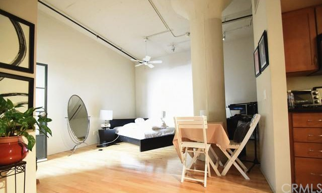 420 S San Pedro Street, Los Angeles CA: http://media.crmls.org/medias/b517b7d9-8e77-4b06-8563-ed68fd07b389.jpg