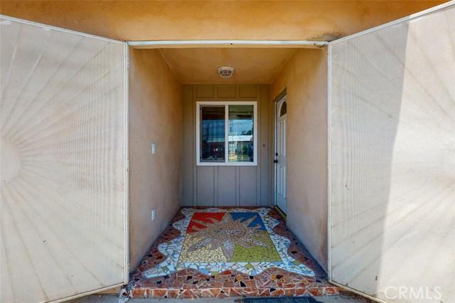 6728 Fillmore Avenue, Rialto CA: http://media.crmls.org/medias/b5183ad2-360e-4c7e-a636-55cef84d994e.jpg